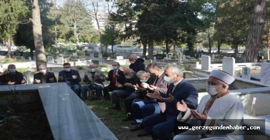 Mezarları Başında Anıldılar
