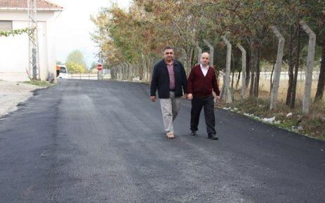 Çarşı içerisinde yolların asfaltlanmaya başlanması sanayi esnafınca memnuniyetle karşılandı.