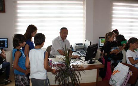 Kuran Kursu Öğrencilerinden Kütüphaneyi Ziyaret