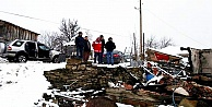 Kış günü bir aile evsiz kaldı