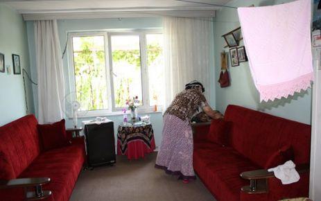 Yaşlı Çiftin Bayram Temizliğini Belediye Yaptı