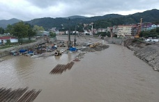 Ayancık'ta yağış korkuttu, yollar çöktü, çay suyu yükseldi