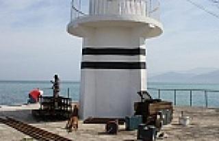 Deniz Feneri Onarılıyor